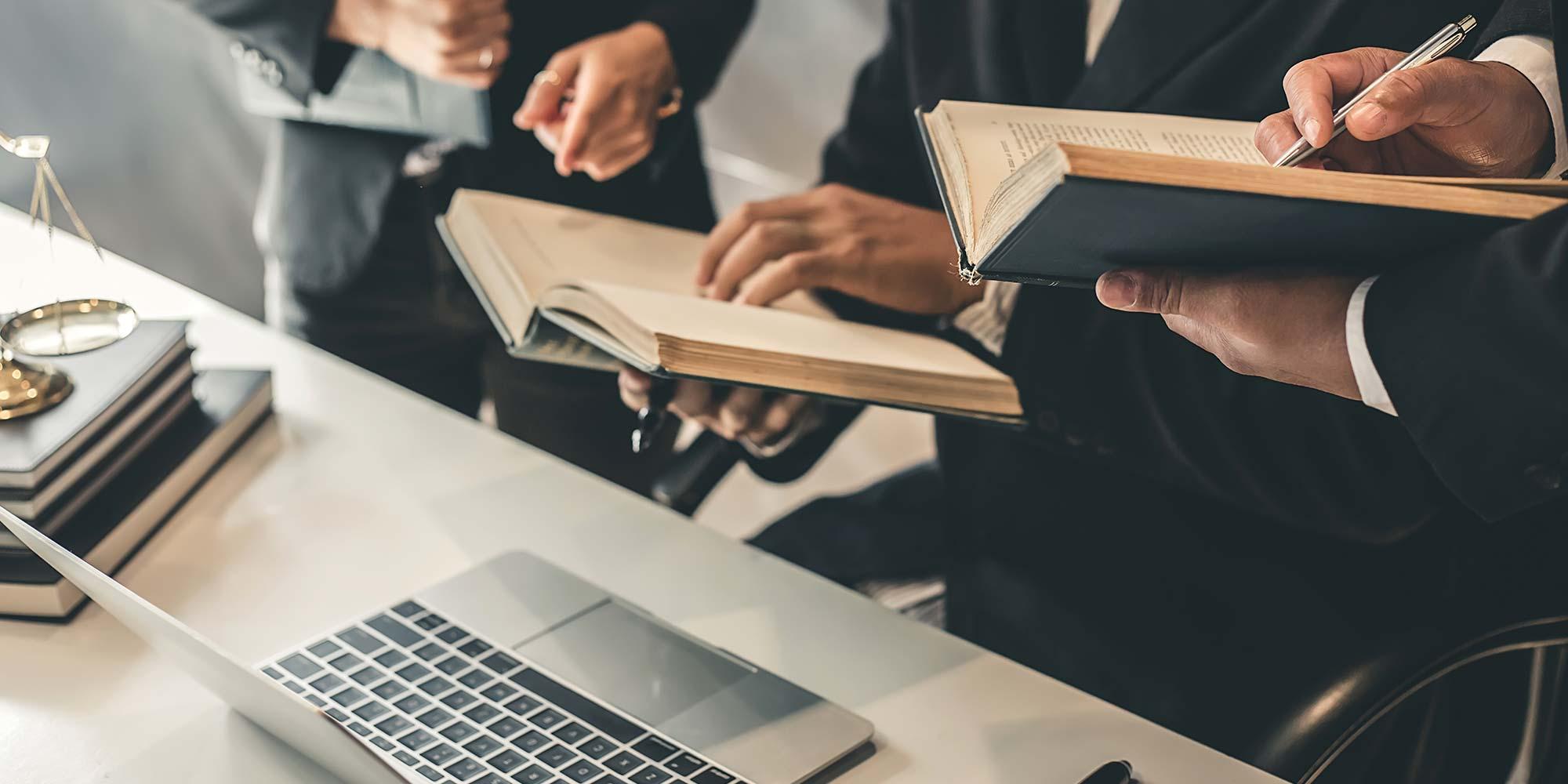 Qual a melhor: advocacia autônoma ou sociedade?