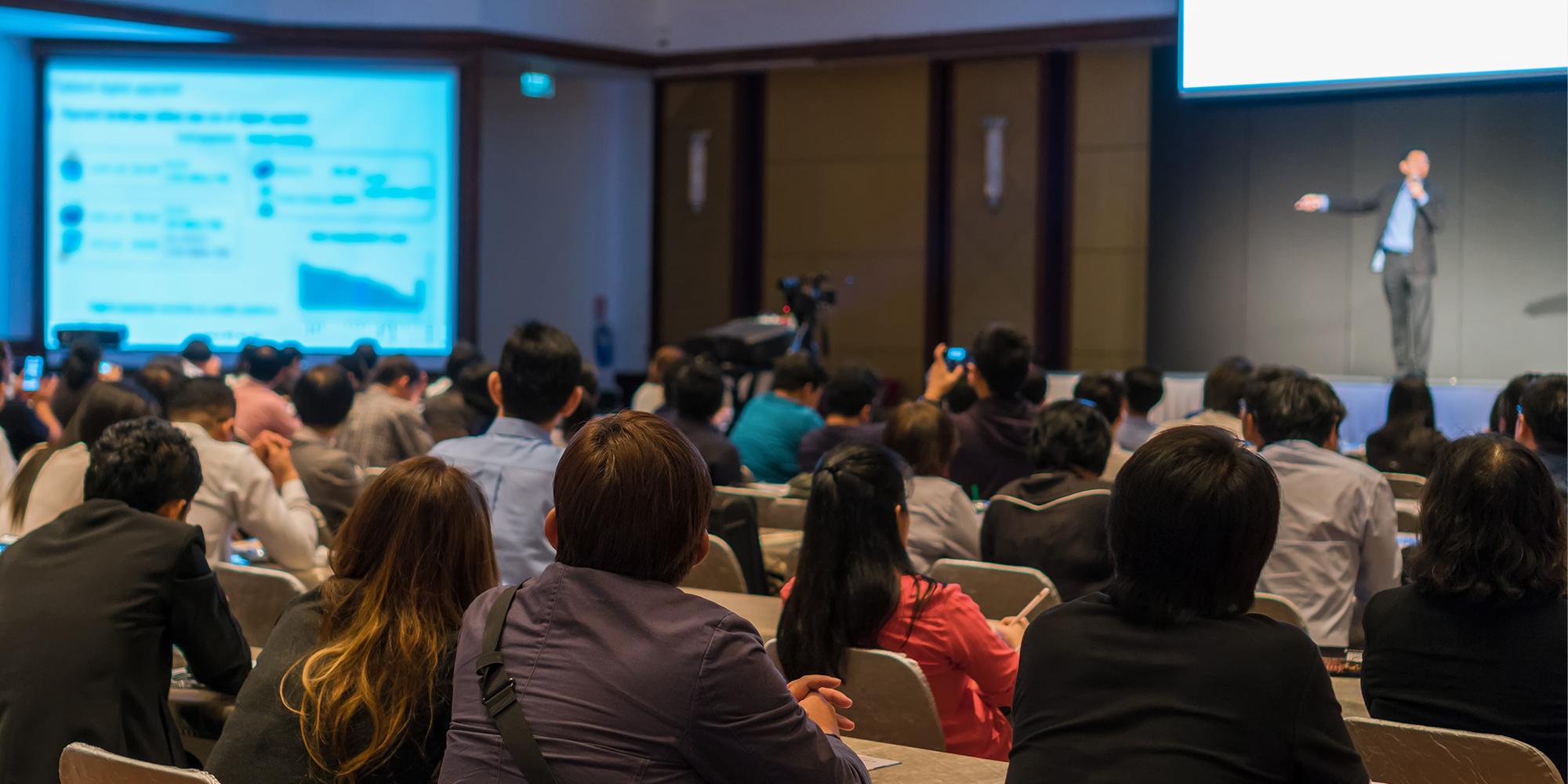 A importância de participar de Eventos Jurídicos (+dicas bônus)