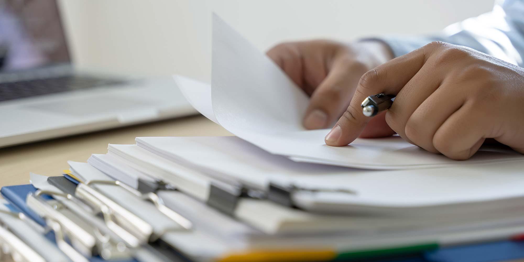 Processos manuais na advocacia: como um software jurídico pode acabar com eles.